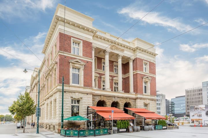 Grandeur in the centre City | Free Parking