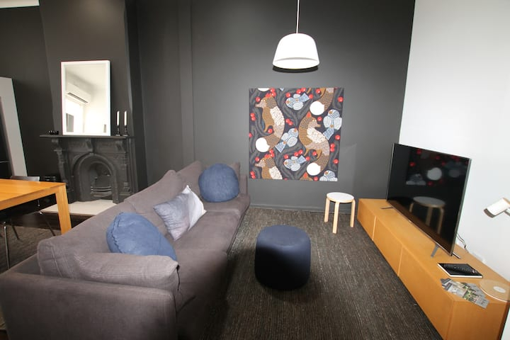Inner City Cooks Hill Funky Apartment