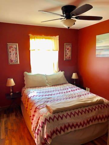 2nd Bedroom-Queen