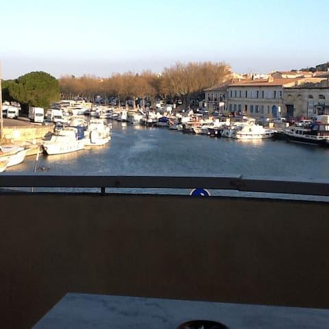 Bel appartement clair  ensoleillé vue sur le port - Beaucaire - Apartment