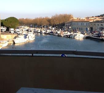 Bel appartement clair  ensoleillé vue sur le port - Beaucaire