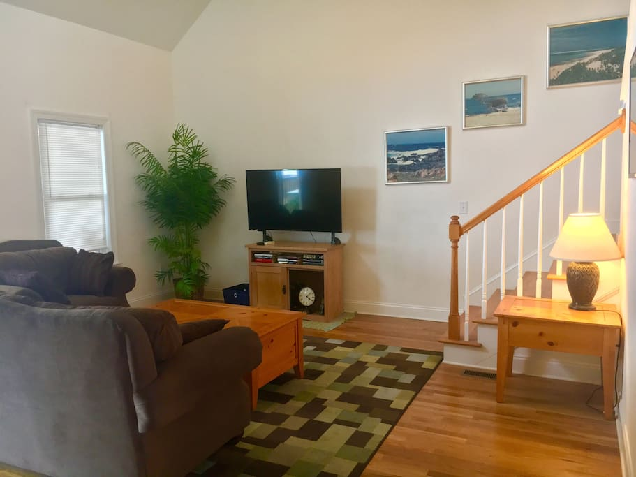 Comfy, open living area with high ceilings. TV equipped with Roku