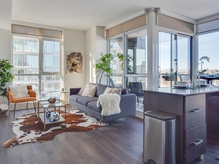 Sweeping Views Luxury 2BR Suite| Pool table, Rooftop Patio, BBQ, Coffee
