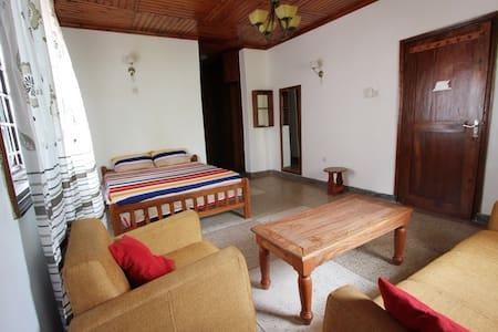 Mikocheni B Ensuite room with AC - Dar es Salaam - Casa