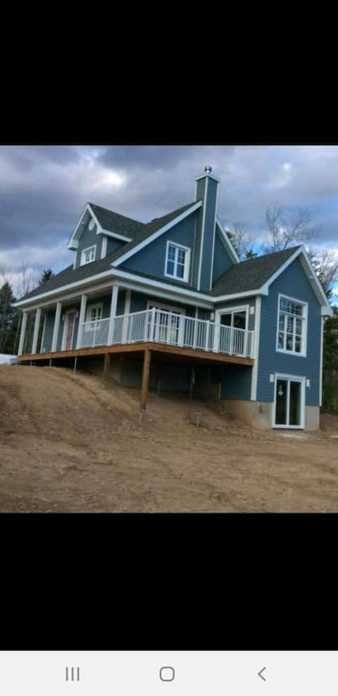 BEAUTIFUL House For Rent.  River Front 😎🌞