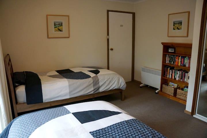 Bedroom 2 (2 king singles)