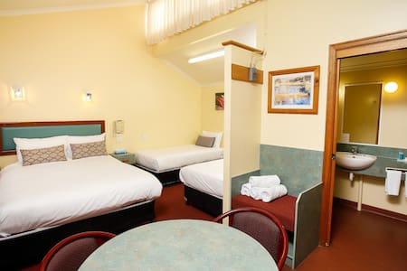 Downs Motel B&B - South Toowoomba - Bed & Breakfast