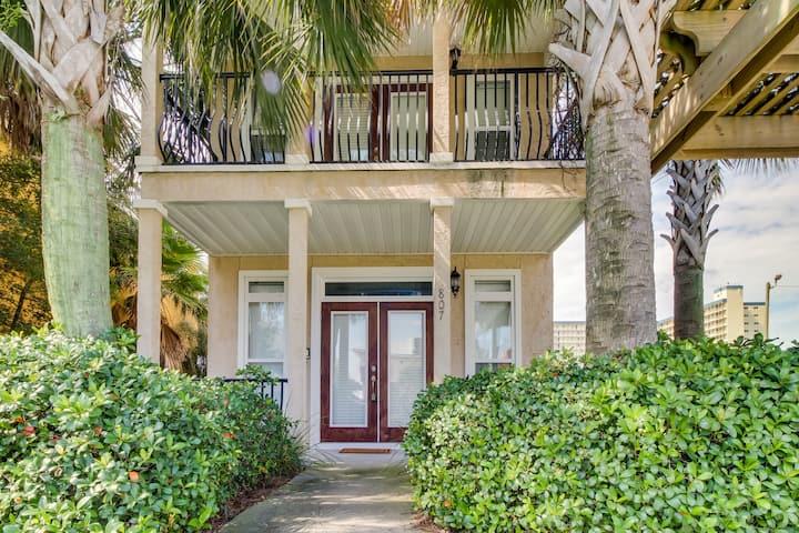 Gorgeous home w/ Gulf views & entertainment - walk to beach, snowbirds welcome!