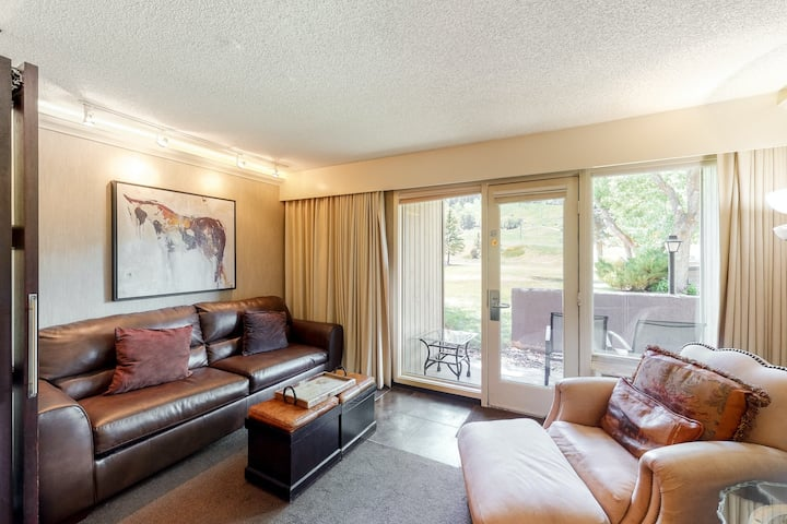 Elegant, ski-in/ski-out room with WiFi & shared outdoor pool, hot tub, and gym!
