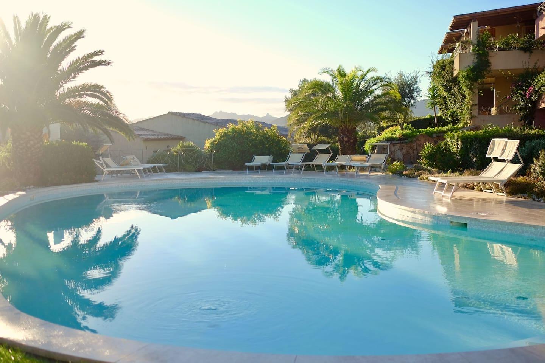 Haus mit garten und pool  Haus mit Pool, Garten & Meerblick - Reihenhäuser zur Miete in Porto ...