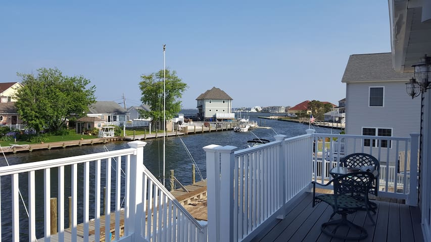 "On the water with Views, Walk to ""Bay"" Beach! - Toms River - Huis"