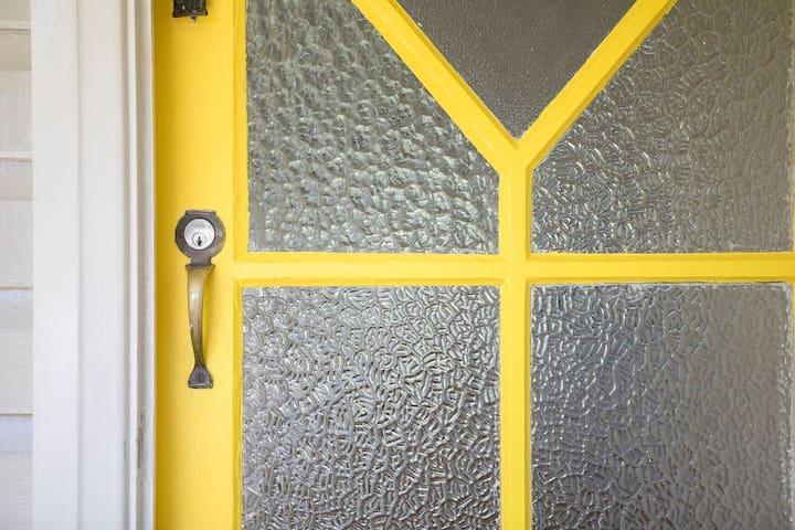 Yellow Door - city centre hideaway