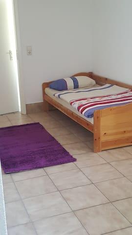 Einfaches Zimmer für Monteure, Handwerker, usw....