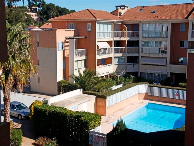 swimming pool, seafront, 1000m of the beach,bikes