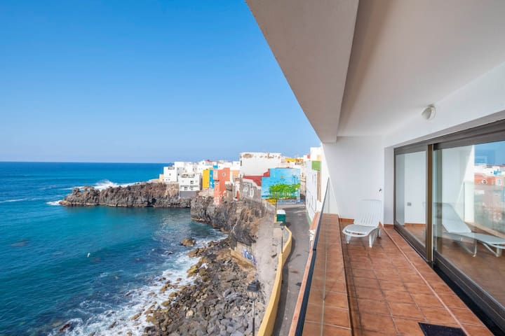 Fantastic & spacious lofts near the sea w/ free WiFi & fully-equipped kitchens