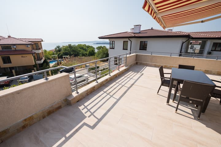 House with pool, near the beach for 6 -10 persons