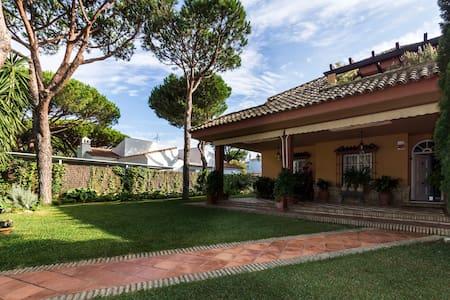 Beautiful villa near the beach - Roche