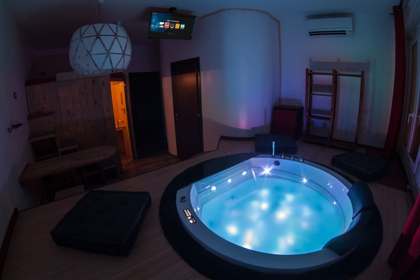 Jacuzzi Suite with private Sauna and bathroom - Apartments for Rent ...
