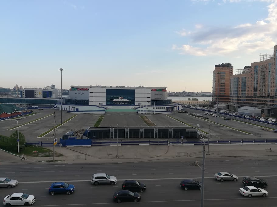 """Вид на спортивный комплекс """"ТатНефтьАрена"""" и на Кремль"""