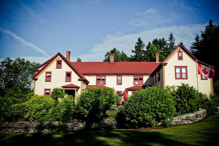 Dominion Hill Country Inn - Campobello Cabin