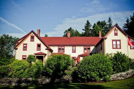 Dominion Hill Country Inn - Campobello Cabin