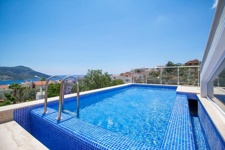 3 bedroom apartment with private swimming pool