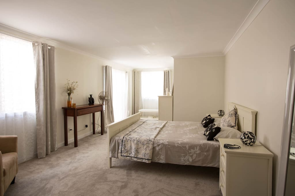 Main bedroom with Queen bed and ensuite