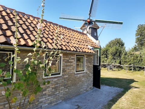 The Bargehuuske, cute cottage on Terschelling