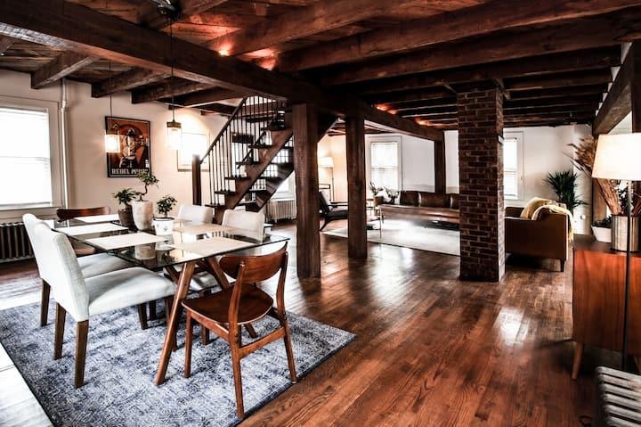 Heart of Woodstock Village Cottage, fully restored