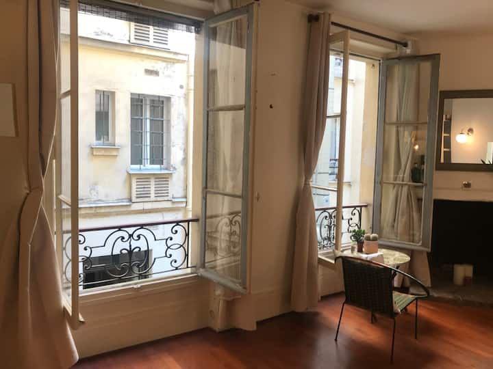 Parisian studio in the heart of Canal St Martin