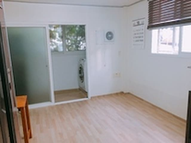 Comfortable_ White Room - Yongin-si