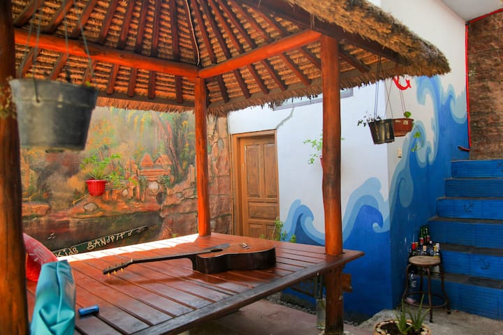 NIA SURF HOMESTAY/ GREAT WiFi / Positive Peoples