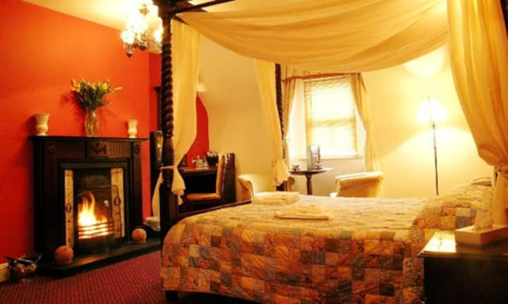 4 Poster Room Boffin Lodge Westport