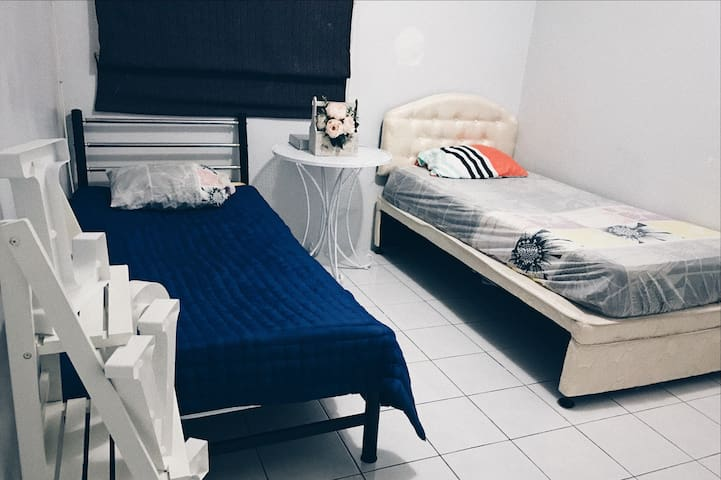 Affordable Private Room in Kuching City Centre - Kuching - House
