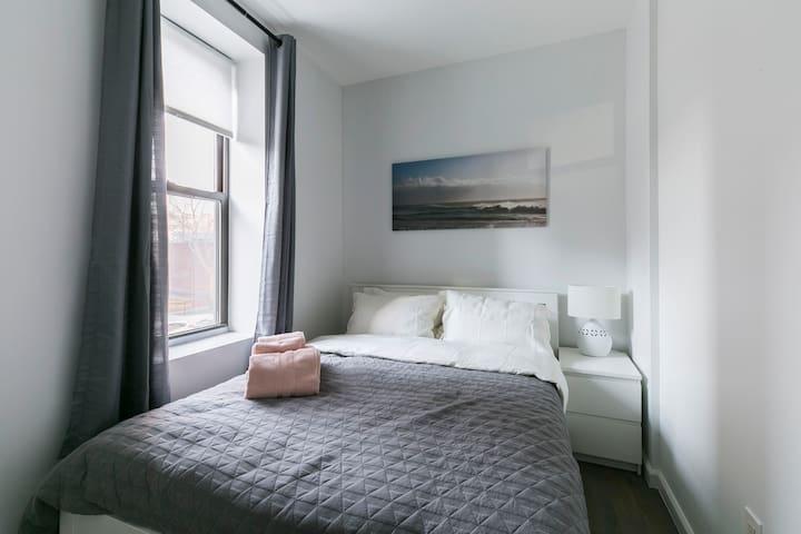 2 Bedroom Clean & Simple in Manhattan