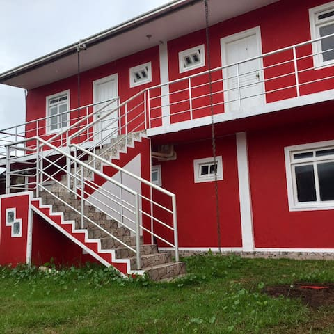 suite grande com cozinha e varanda em navegantes - Navegantes - House