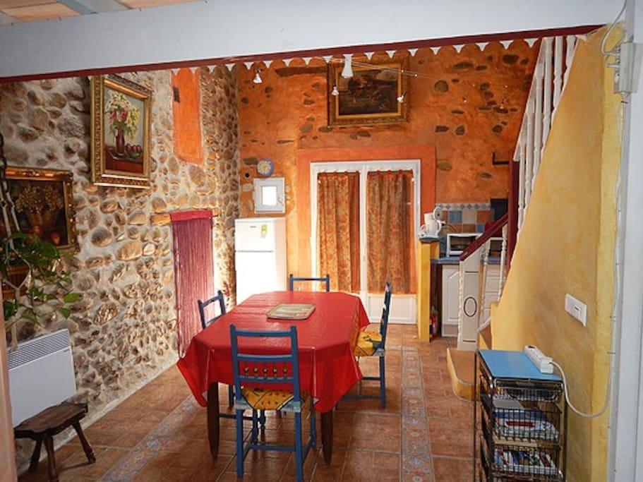 Location meublé Le Boulou Salle à manger