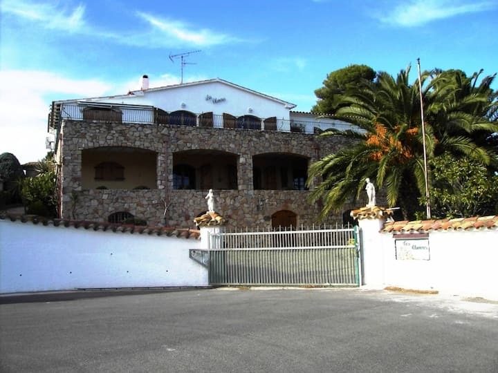 House to rent witha private pool  10 persons, sea view