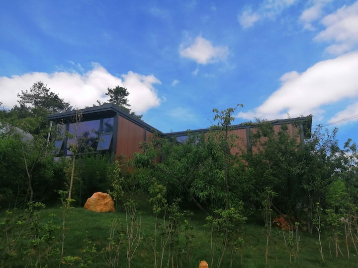 房屋呈T型,2卧室①客厅①卫生间一个大阳台