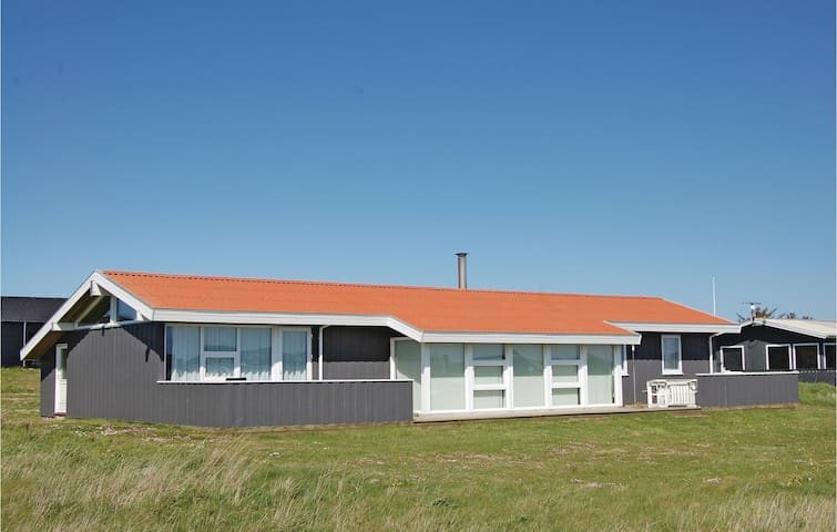 Holiday cottage with 4 bedrooms on 130m² in Løkken