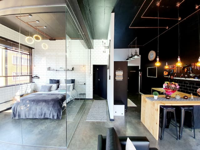 JOHANNESBURG'S NEW YORK STYLE INDUSTRIAL APARTMENT