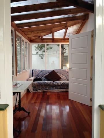 Preciosa habitación con jardín