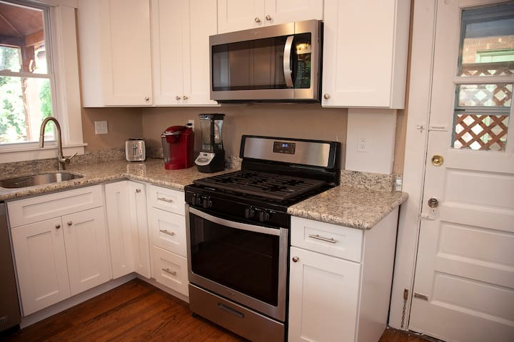 ★LOVELY QUIET 3BR HOUSE! By CMU/UPitt/Downtown★