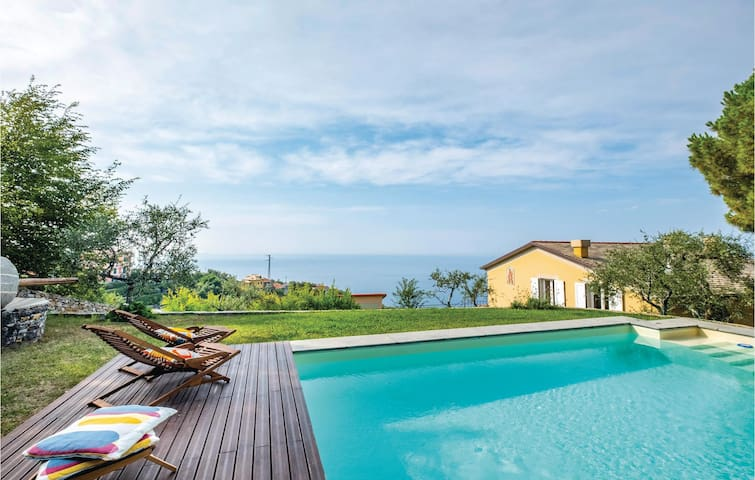 Holiday cottage with 4 bedrooms on 230m² in Zoagli