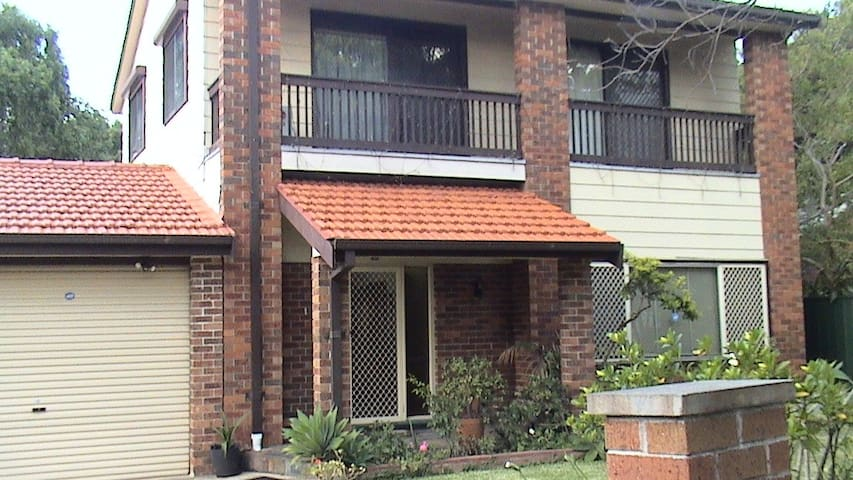 Family home with a swimming pool - Strathfield - Huis