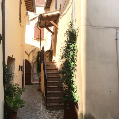 Tipica casa nel castello medioevale di St.Eraclio
