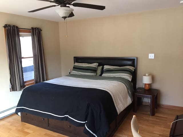 Master Suite Lockout w/Private Entrance & Hot Tub - Tannersville - Huis