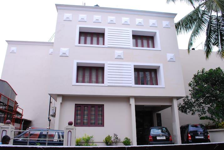 Hotel Equator - Ernakulam