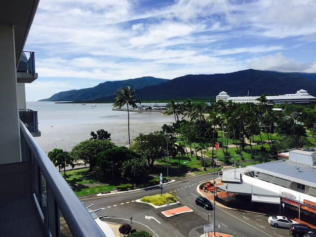 Suite 77 - Ocean Views on The Esplanade - Cairns City - Wohnung