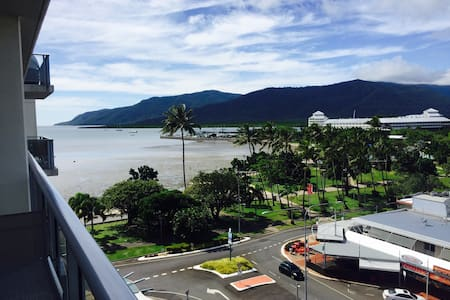 Studio 77 on The Esplanade - Ocean Views - Cairns City